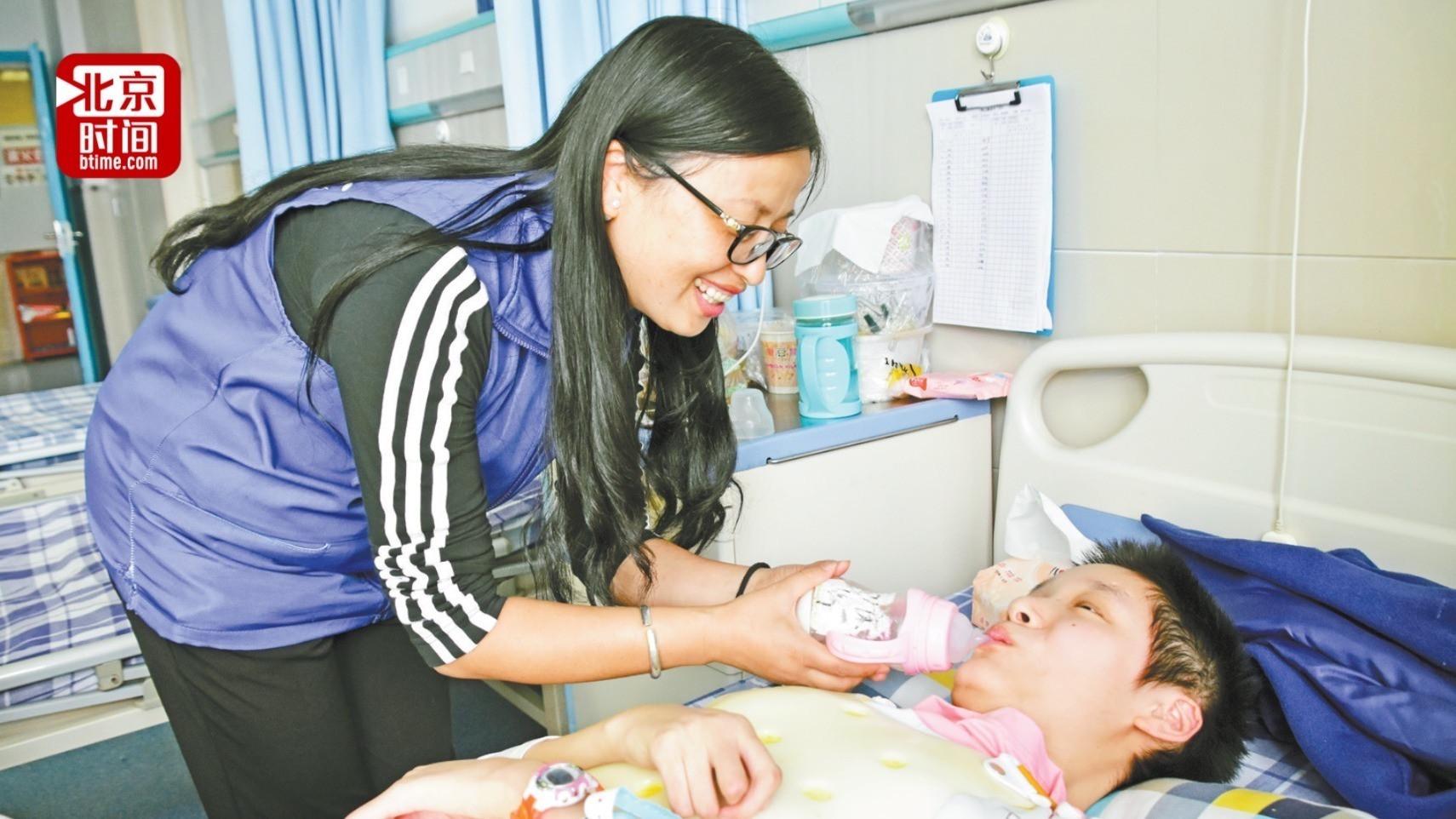 公益组织救助重疾女孩被指假宣传 女孩妈妈:他们曾捐款 但没长期救助
