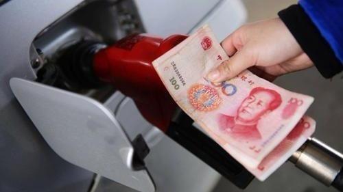 发改委:明起国内汽柴油价格每吨分别降150元和145元