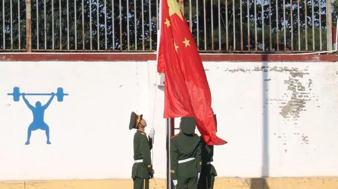同升国旗 同唱国歌 渤海镇三百余名干部师生共同向祖国致敬!
