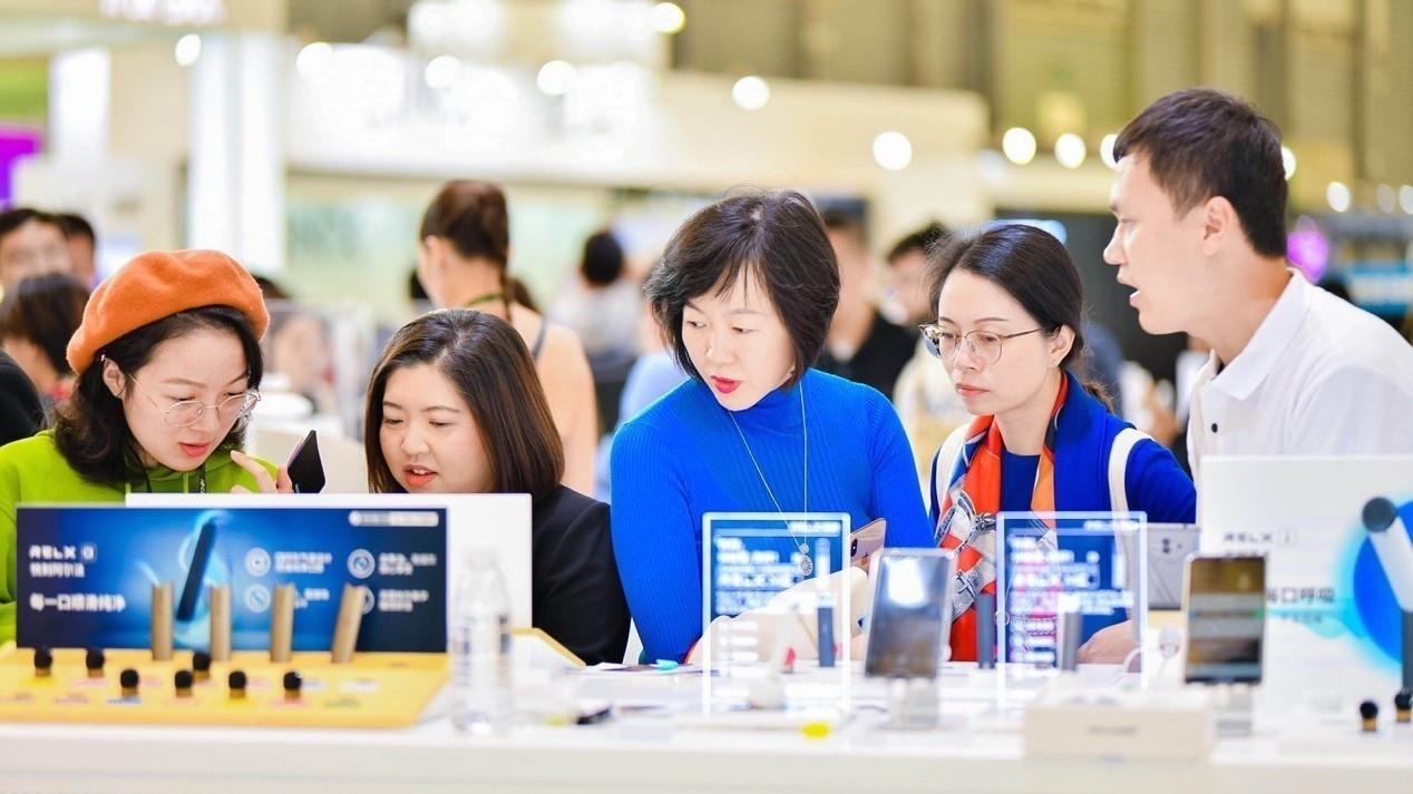 RELX悦刻上海国际烟展全探索:品质安心看得见!