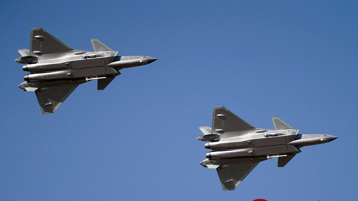 歼20、运20展翅!空军开放活动中国战鹰上演空中大片