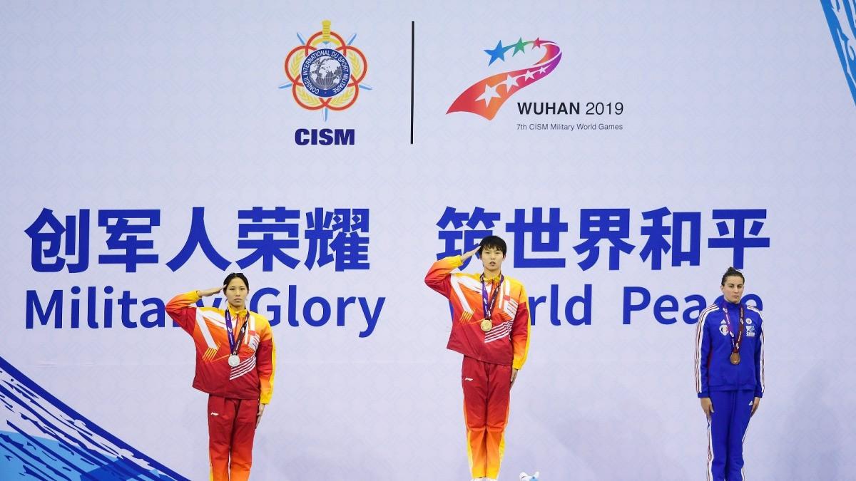 女子100米自由泳:中国队包揽冠亚军
