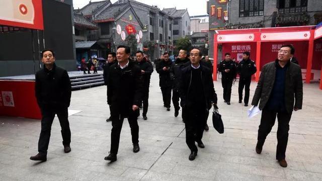 内乡县领导深入县衙广场实地察看年货节筹备情况