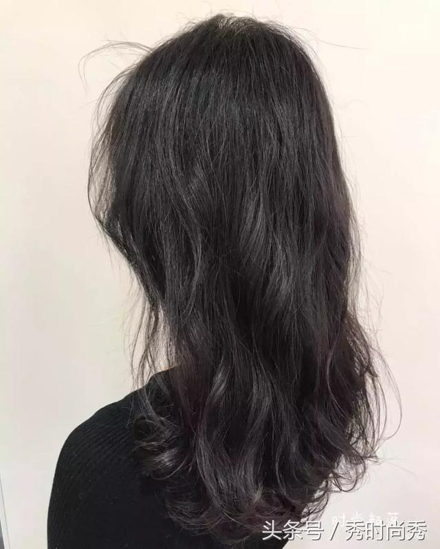 发尾s烫发型是今年最红的烫发发型,看起来特别简洁利落!图片