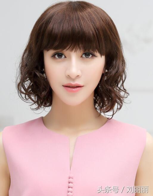 12月最流行的中年长发发型-北京女性中时间渐v长发图片