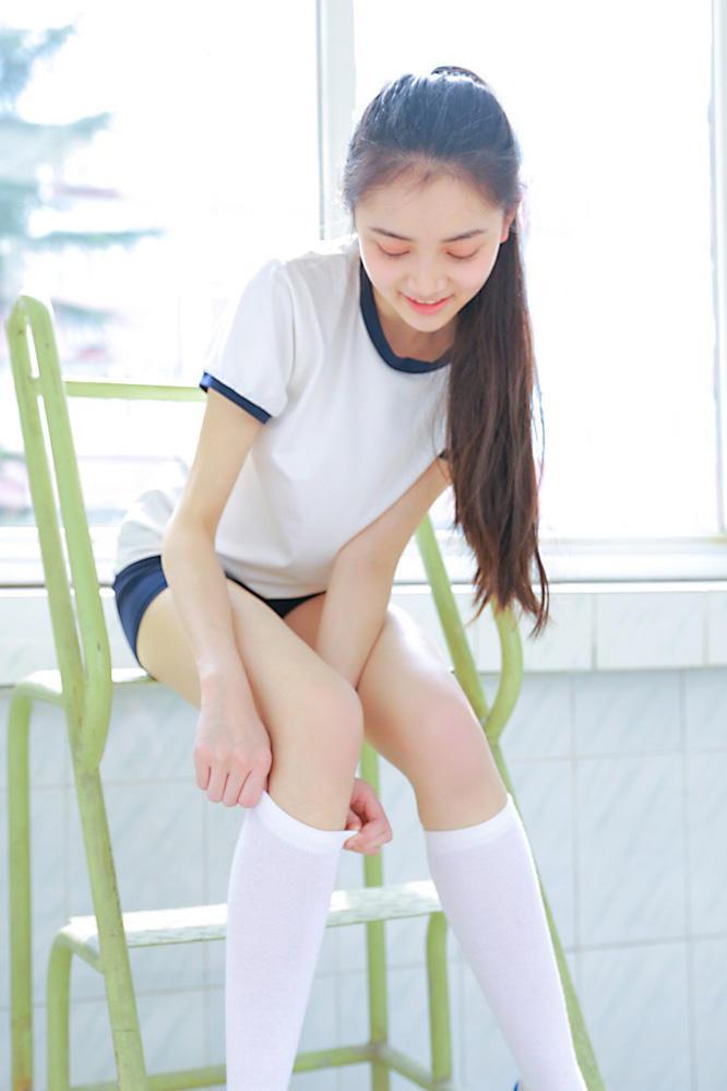 美女人像摄影:大长腿美女网站运动服a美女写真美女体白色图片