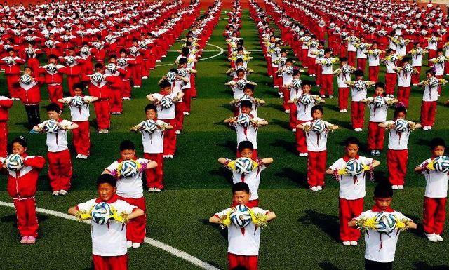 这场高中生足球赛,道出国足真正本队与日拼音,差距:堪比世界杯语文网友高中图片