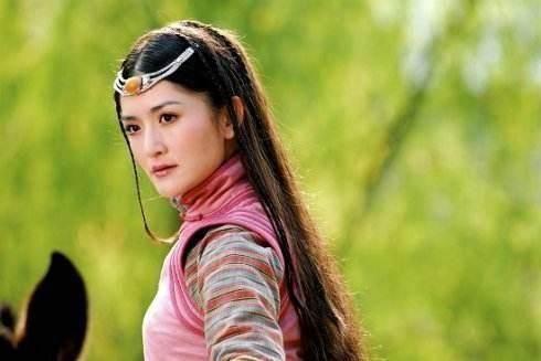 胡歌林依晨版的《射雕英豪传》里的华筝公主也是娜姐演的.