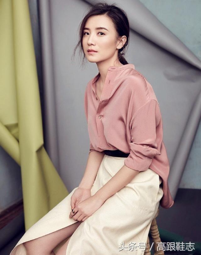 小宋佳,中国明星潮流界的一股清流,她的穿衣风格却是毋庸置疑