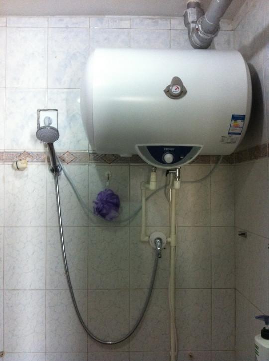 浴室中需要预埋电源线,水管等,需要在安装前进行探测.图片