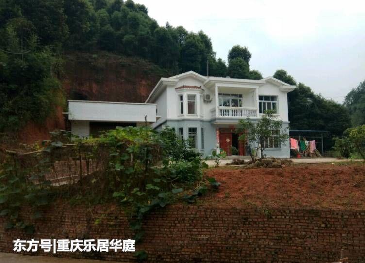 这个房子虽然在农村,但是特别豪华,还装了两个摄像头.