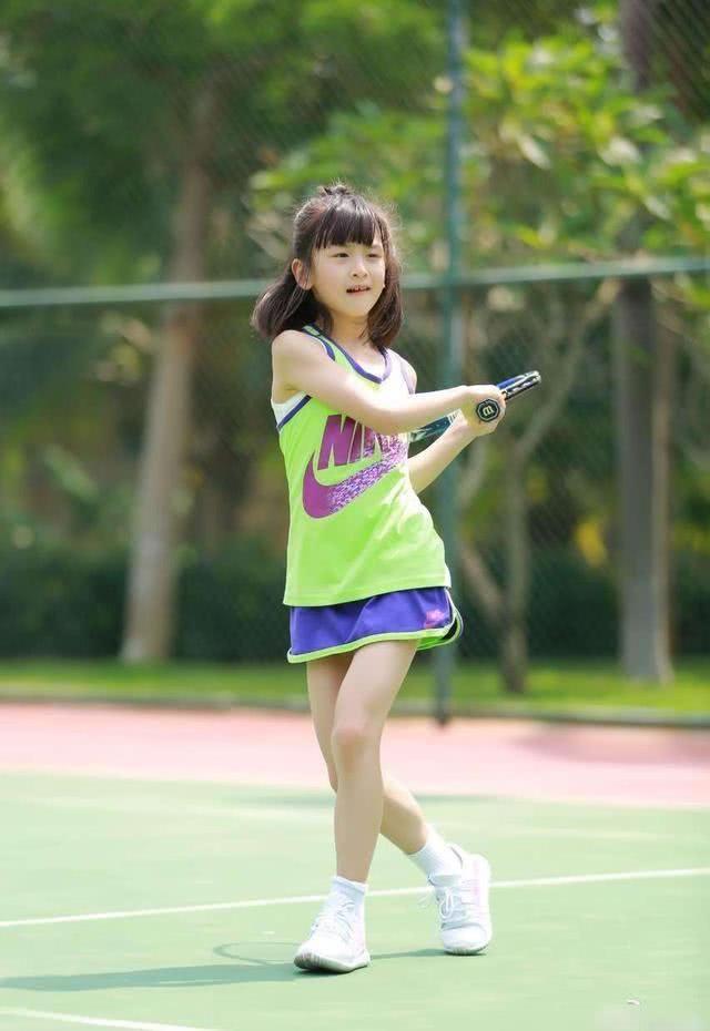 《爸爸去哪儿》播出已5年,森碟从齐刘海萝莉变成了马尾女神!