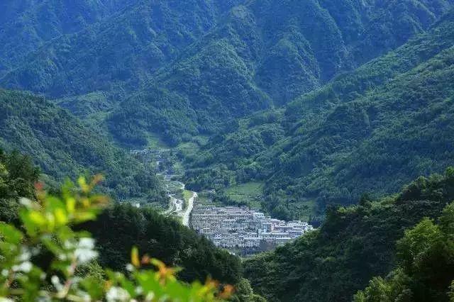 耿达镇 耿达镇位于四川省阿坝藏族羌族自治州汶川县,处于卧龙国家级