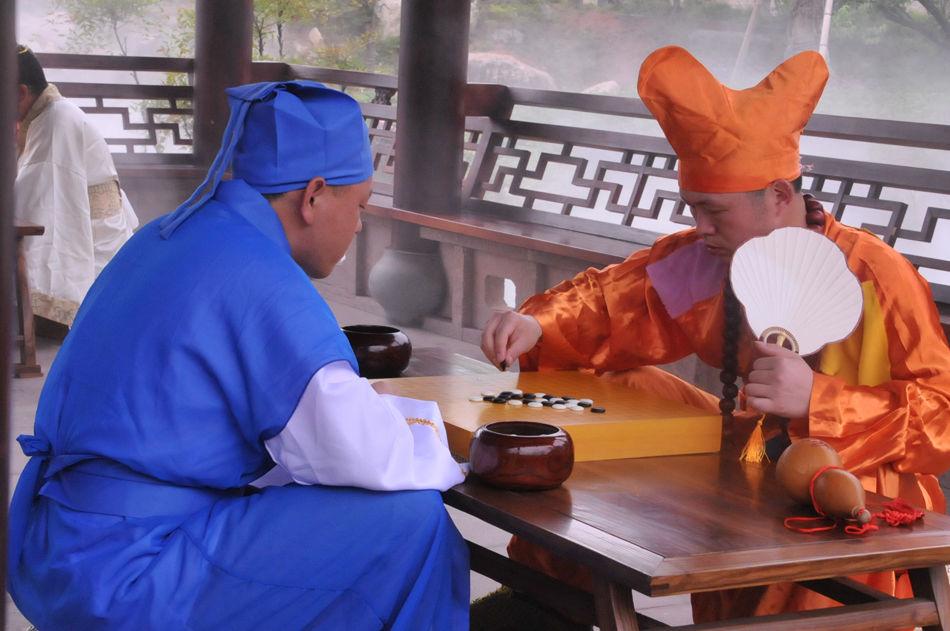 高清-业余天王对抗美女棋手 上野爱咲美古装亮眼