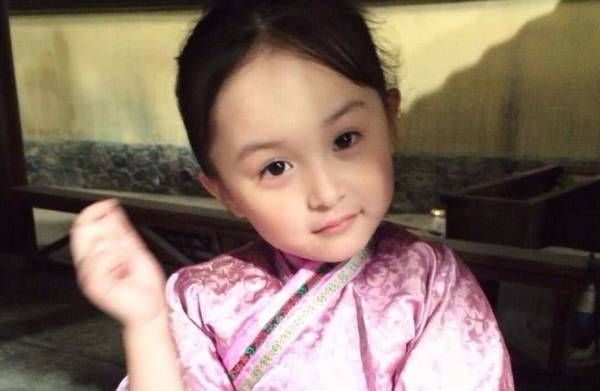 成为了2015年最受等待的古装剧,剧中扮演小芈月的童星刘楚恬也由于一