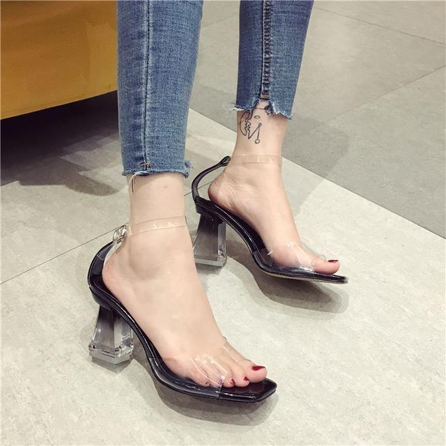 肏女人吃美脚_魅力女人高跟鞋_女人穿高跟鞋的魅力