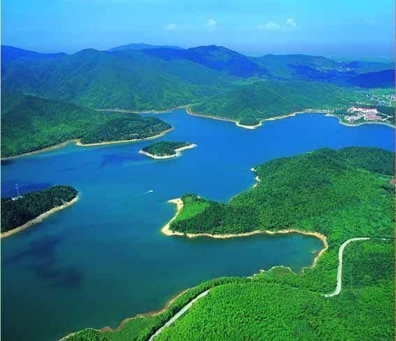 九龙湖水利风景区位于江西宜春铜鼓县,有国家水利风景区称号,主要以