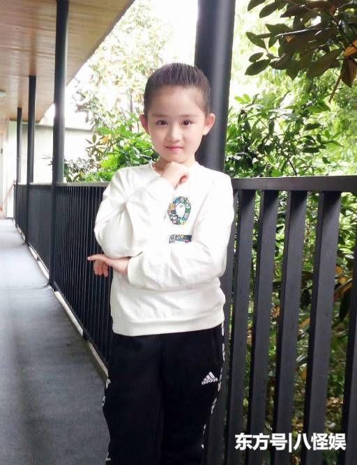 9岁王亭文晒与黄圣依合照,因越长越像赵丽颖,资源好的