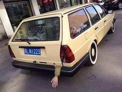 汽车后备箱装人属于违章吗?