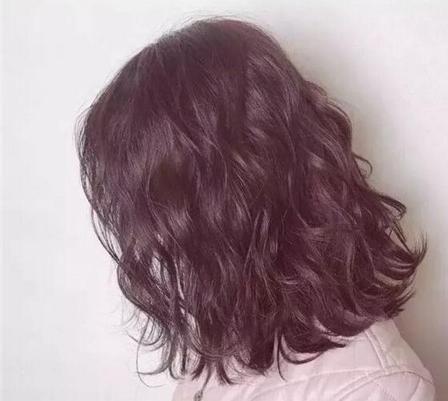 烫发的选择,水波纹的发型设计,温柔不做作.