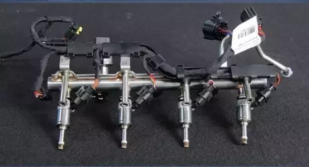 从大型发动机模型,到为船舶和陆地发电机小引擎汽车.