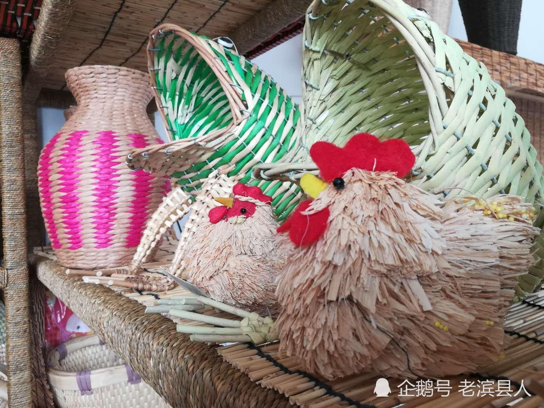 图为:王贵芝编织 青蛙储物工具 山东草编这一富有深厚的历史和民间