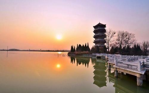 颍州西湖位于安徽省阜阳市颍州区西9公里处,是安徽省级风景名胜区