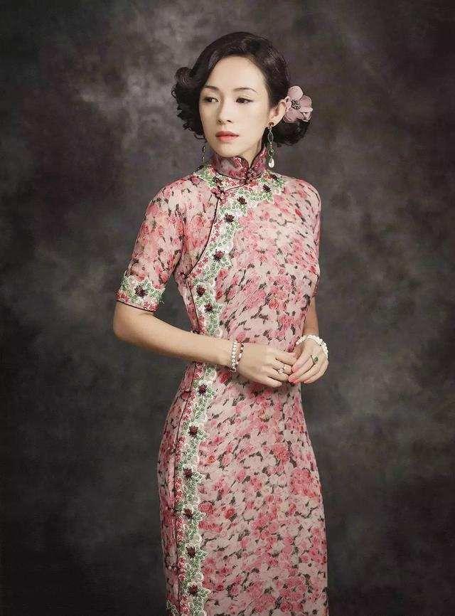 章子怡在《演员的诞生》里衣品开挂,服务生衣胶州小学教师烫发可以吗图片