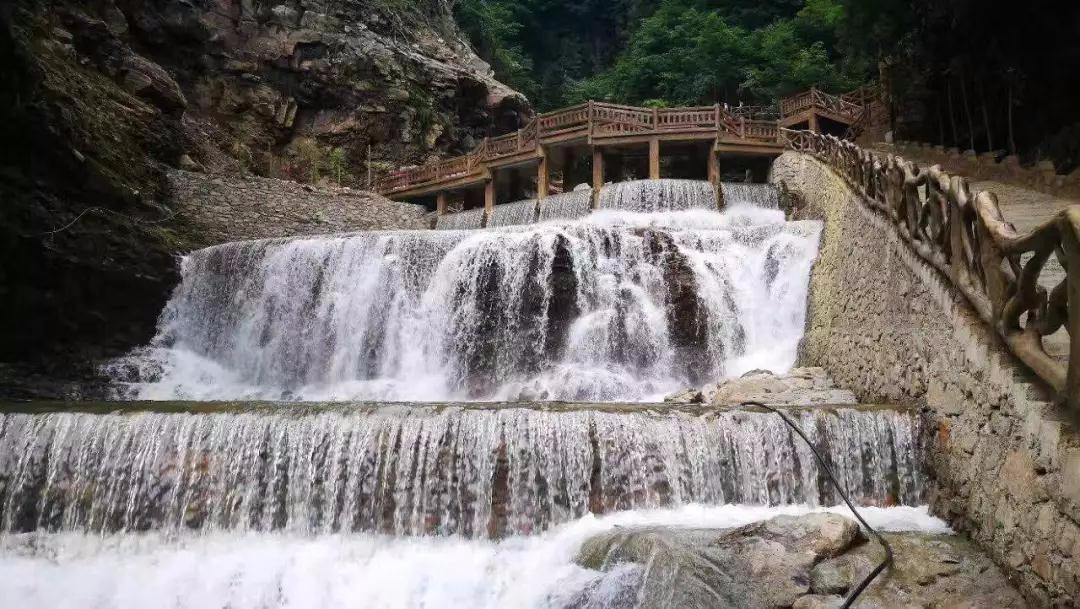 壁纸 风景 旅游 瀑布 山水 桌面 1080_609