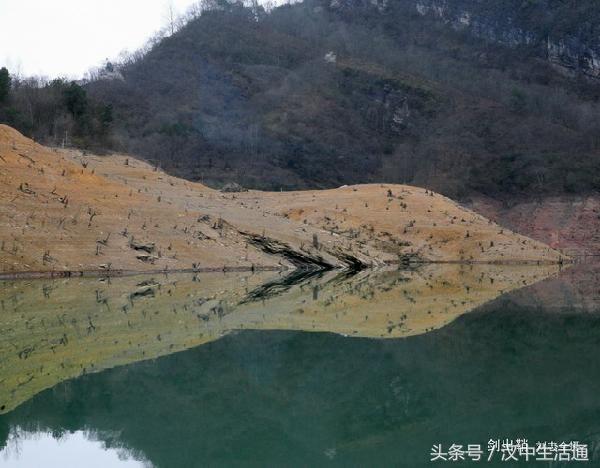 天湖风景区位于陕西省宁强县东南部的二郎坝乡.