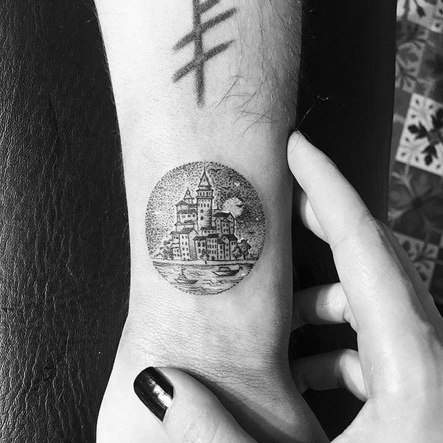 是十字绣纹身作品,今天尚妹给大家带来的是她的最新作品:微型圆圈刺青