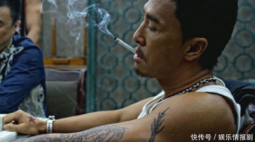 吴京蓝发配唐刀,甄子丹黑发配纹身,论大佬范,就服他板寸配香烟