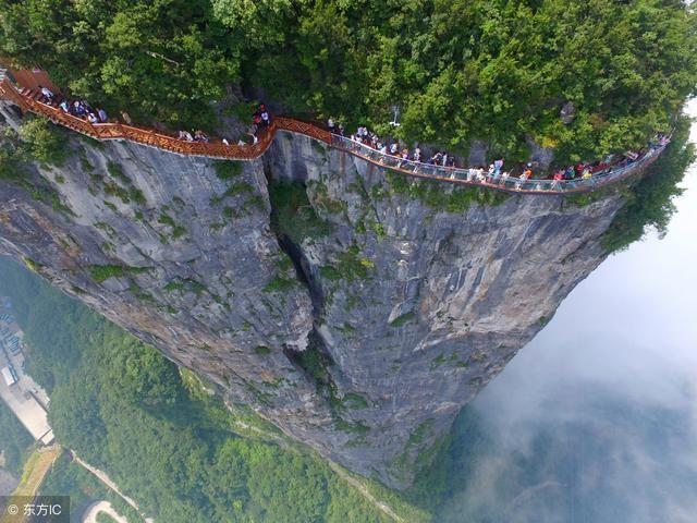 建玻璃栈道后游客翻了7倍,中国景区3年又建了250条!事故频发!