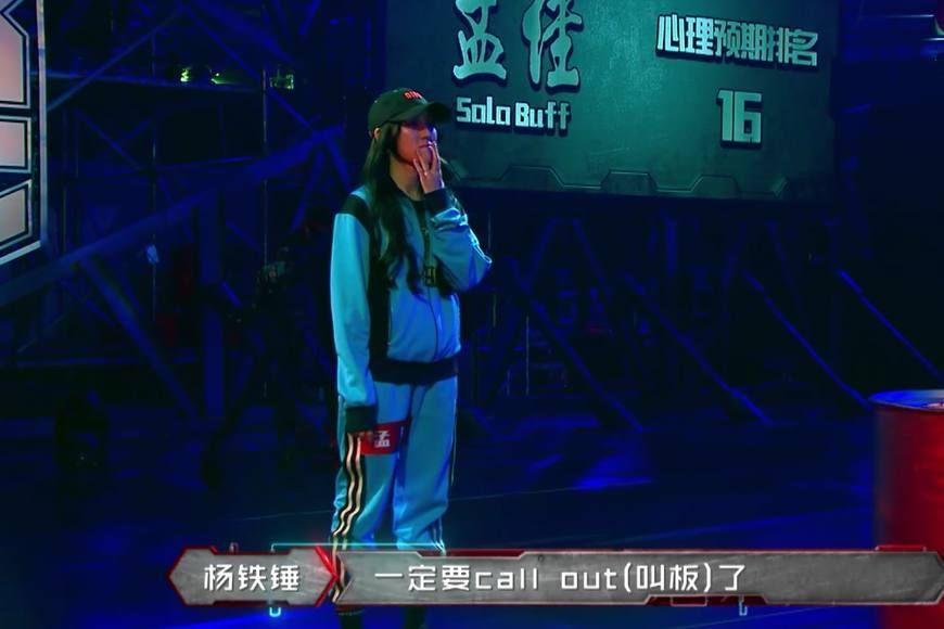 热血街舞团,王嘉尔被孟佳气到差点儿绊倒,鹿晗赶紧扶住图片