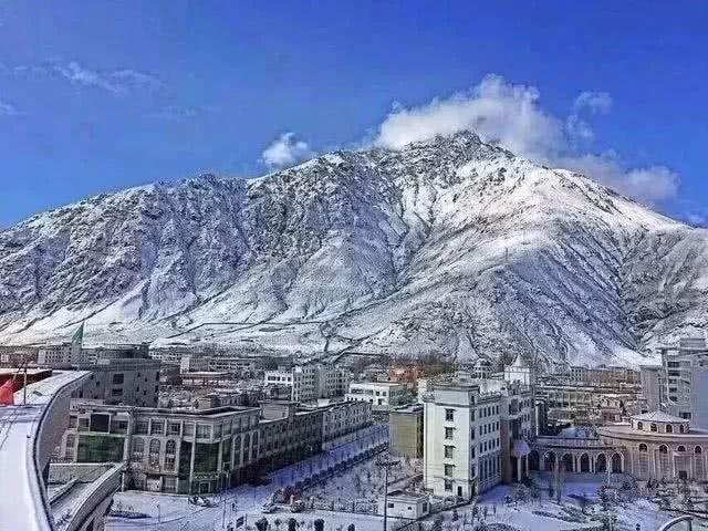 拉萨在别处 当拉萨下雪 雪中 布达拉宫就婷婷玉立在那里 绽放万千