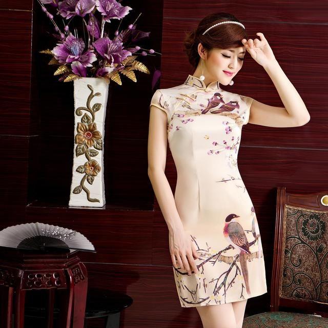 或卷发,尽量不要短发,旗袍的气质是风情万种,是柔美,短发女子穿旗袍会图片