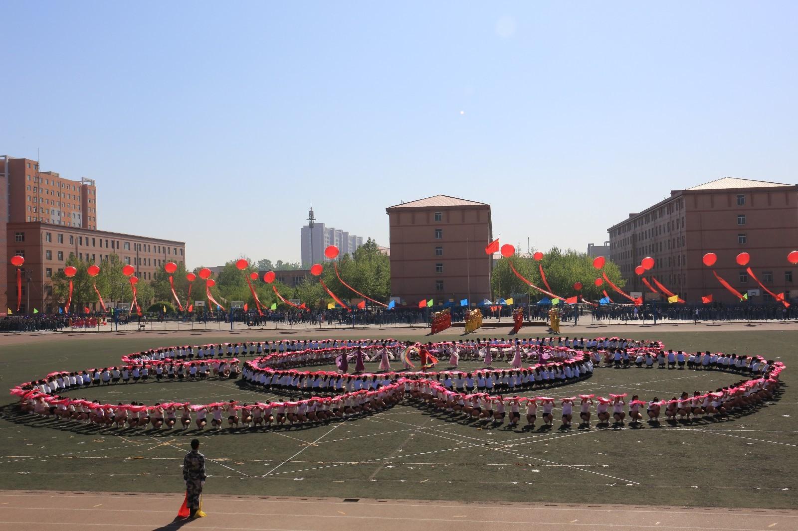 河北保定:长城学院春季运动会开幕式异彩纷呈
