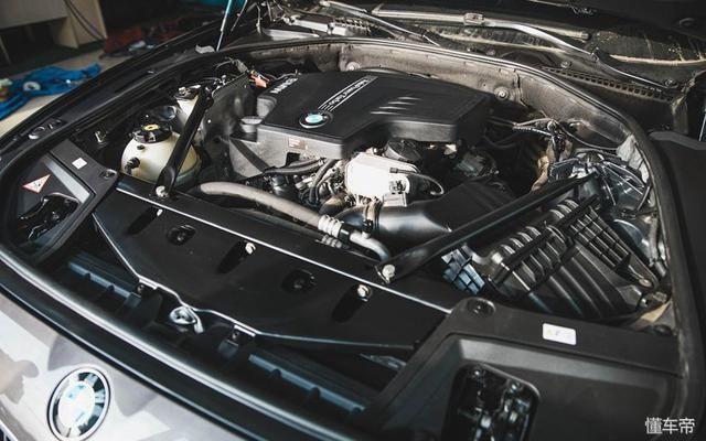 京车汇宝马5系清洗水箱添加防冻液定期清洁发动机,保持干净