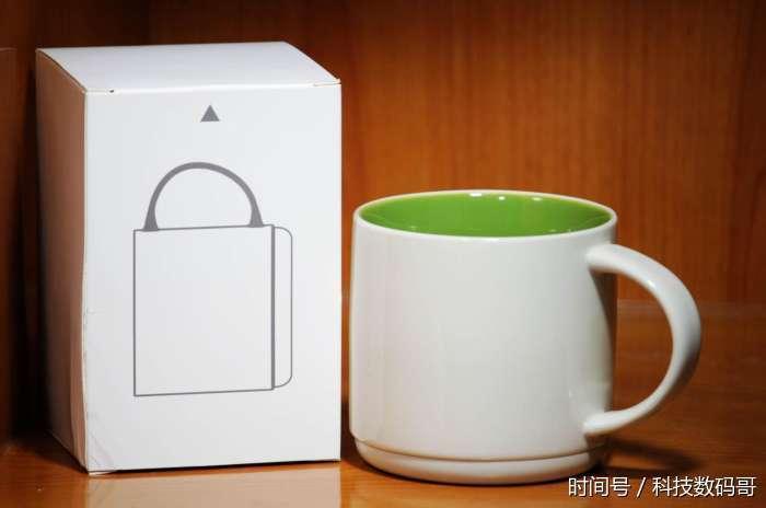 杯子的包装设计还是有一些古色古香的味道,有一些茶道用品的风格