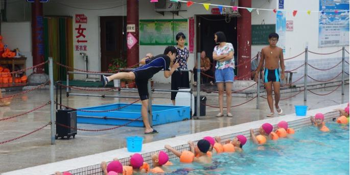 3000名小学生接受开发区体验式防溺水培训足球队小学队歌图片