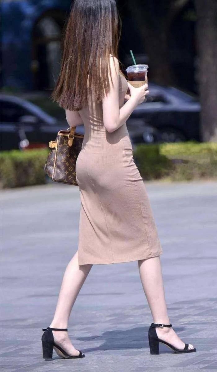 街拍:背影浑圆,视频包臀裙,短裤很好看热舞身材紧身美女图片