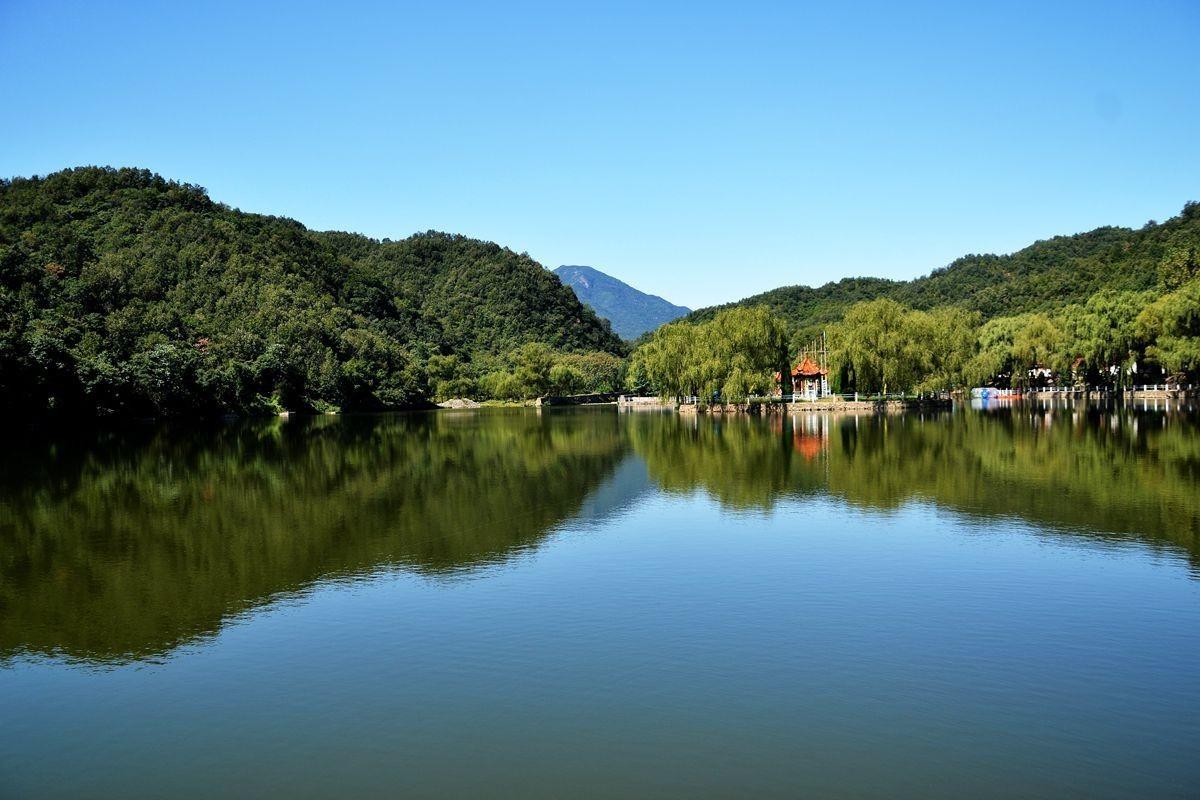 望仙三谭瀑布群景区位于历山自然生态旅游区西南部,距垣曲