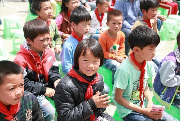 叶荣祖深入贵州花溪小学 资助贫困山区儿童