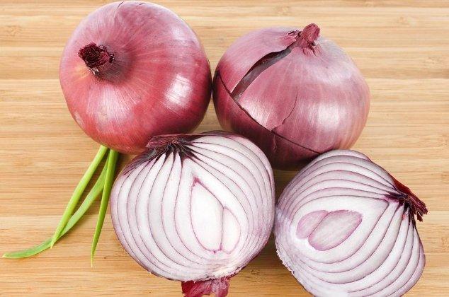 高血压眼睛充血图片_(4)洋葱所含香辣味对眼睛有刺激作用,患有眼疾,眼部充血时,不宜切