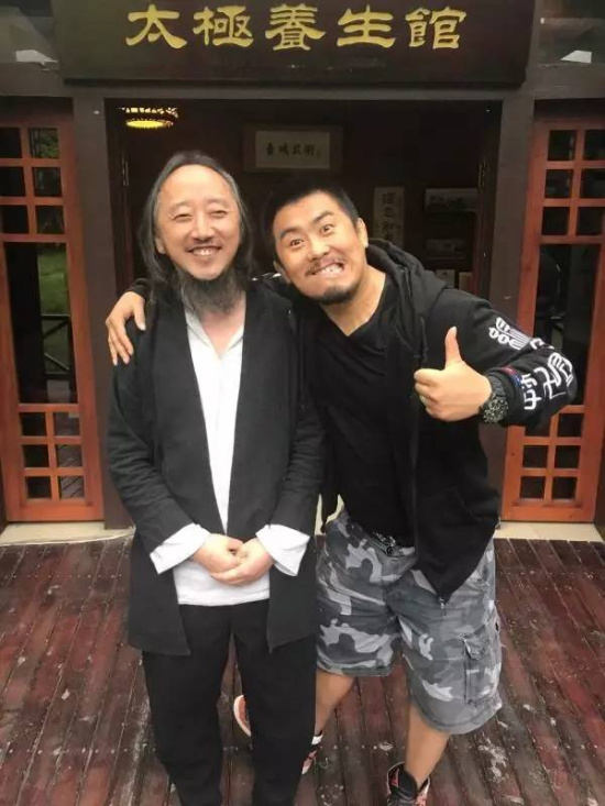 徐晓冬在和雷雷比赛前曾专程拜访青城派传人刘绥滨,刘绥滨认为,两人并