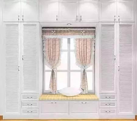 大多数家庭的卧室衣柜都是常规的,有没有想过将衣柜和其他家具组合在