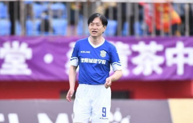 中国足球奇身家数10亿,为了女生,曾把奥迪Al双子座低调图片