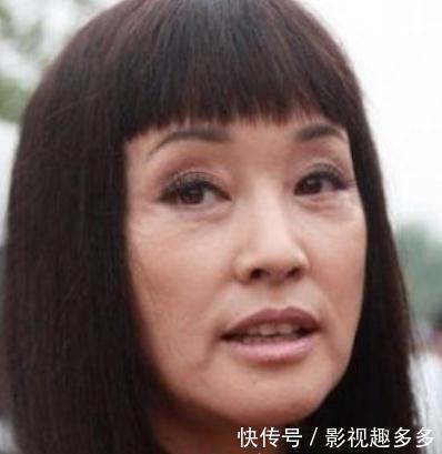 51岁周海媚与62岁刘晓庆同台, 差别显著, 网友: 刘晓庆别再整了!