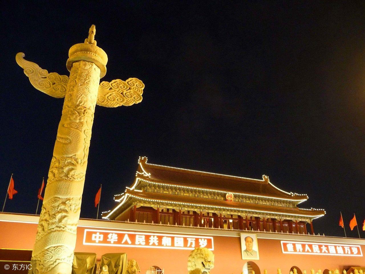 其实这两段石柱叫做华表,分别位于天安门前后,每根华表高9.图片