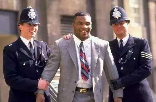 拳王泰森在监狱遭人打断肋骨? !绝对胡扯, 拳王泰森依然勇猛!